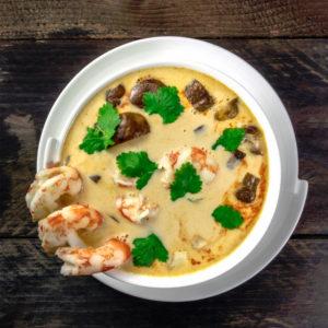 Ταϋλανδέζικη σούπα με γαρίδες και γάλα καρύδας