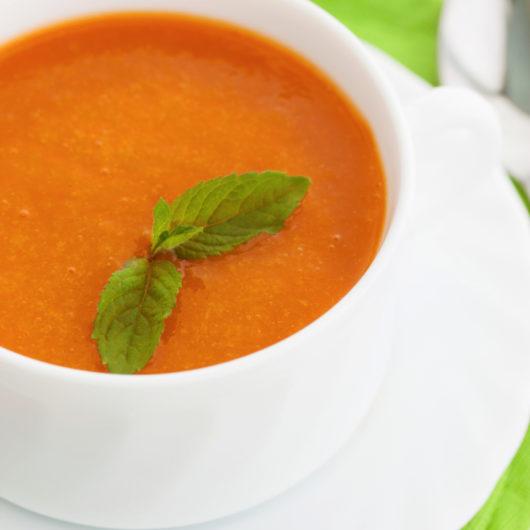 Κρύα σούπα με ροδάκινα και ντομάτες | tlife.gr