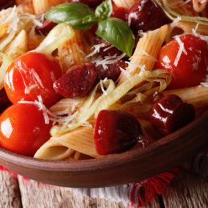 Πικάντικες πένες με λουκάνικο τσορίθο