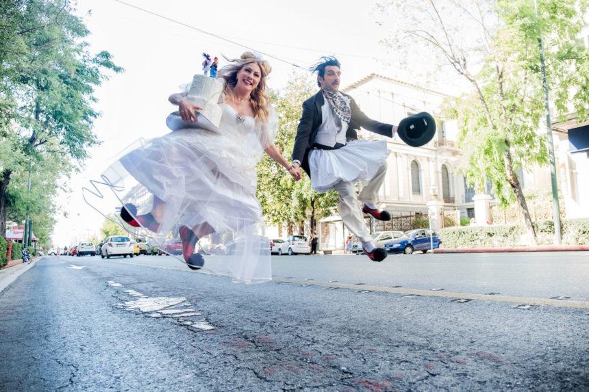 «Του Κουτρούλη ο Γάμος»: Αυτή είναι η πρώτη σκηνοθετική απόπειρα της Σμαράγδας Καρύδη! | tlife.gr