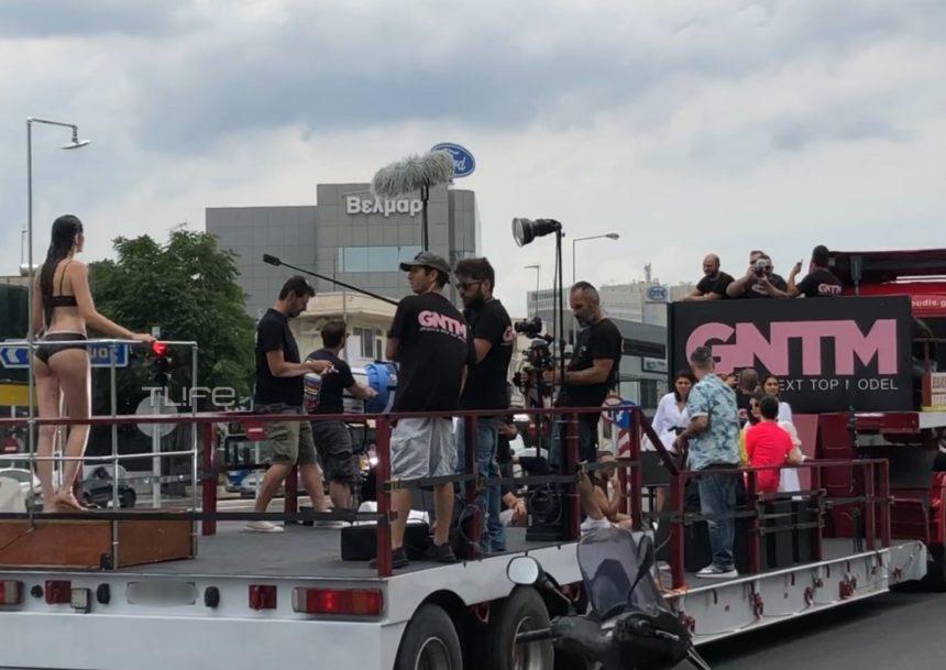 GNTM 2: Η ριψοκίνδυνη δοκιμασία των κοριτσιών πάνω σε κινούμενο φορτηγό – Αποκλειστικά βίντεο | tlife.gr