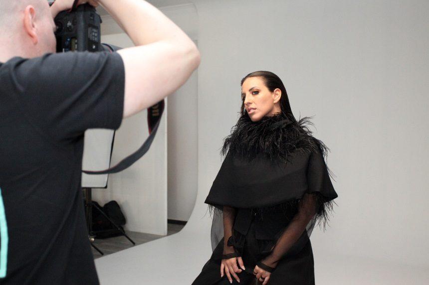 Ευρυδίκη Νικολάου: Backstage από τη φωτογράφιση της ανερχόμενης τραγουδίστριας για το νέο της single! | tlife.gr