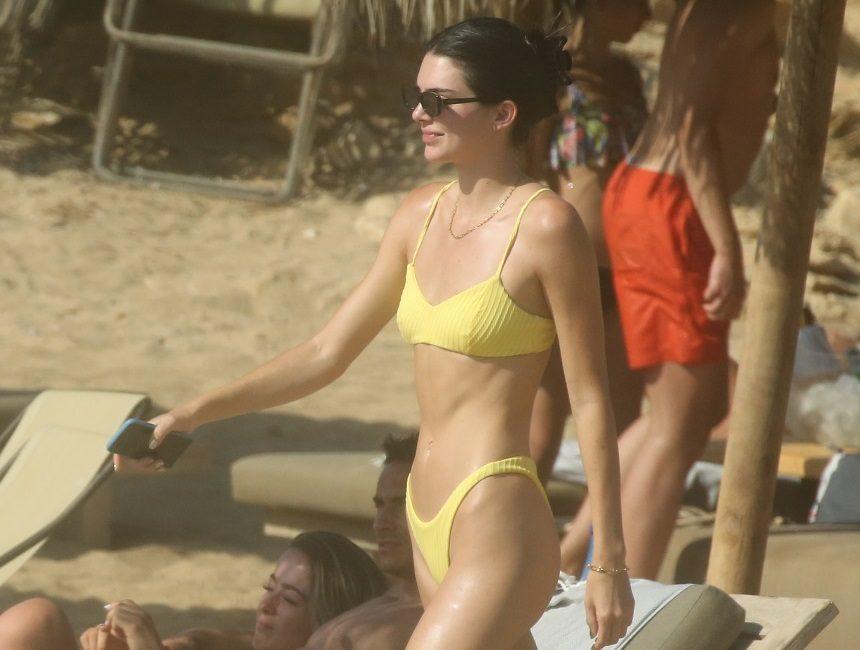 Kendall Jenner: Με μικροσκοπικό κίτρινο μπικίνι στην Μύκονο! Φωτογραφίες