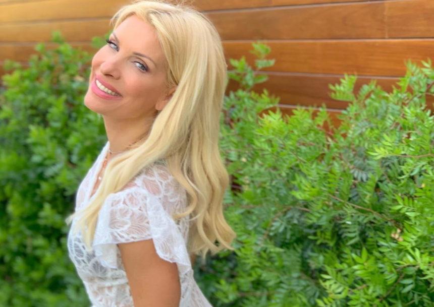 Ελένη Μενεγάκη: Διέκοψε τις διακοπές της και επέστρεψε στην Αθήνα – Αυτός είναι ο λόγος! | tlife.gr