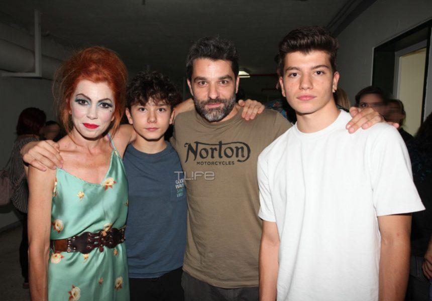 Μυρτώ Αλικάκη: Θεατρική πρεμιέρα με τον Πέτρο Λαγούτη και τους γιους τους στο πλευρό της! | tlife.gr
