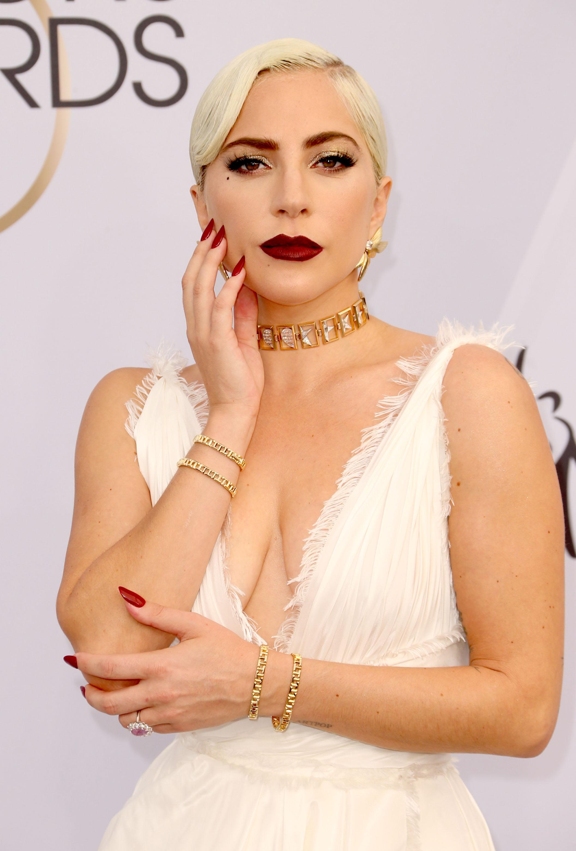 Γιατί η Lady Gaga επέλεξε το Amazon για τα καλλυντικά της!