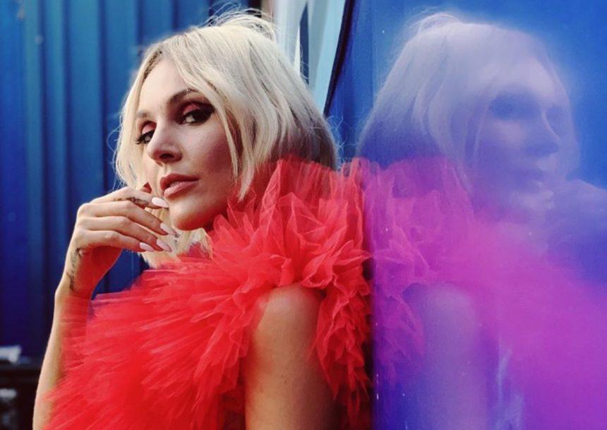 Τάμτα: Βρέθηκε στο stage που τραγούδησαν η Lady Gaga και η Dua Lipa | tlife.gr