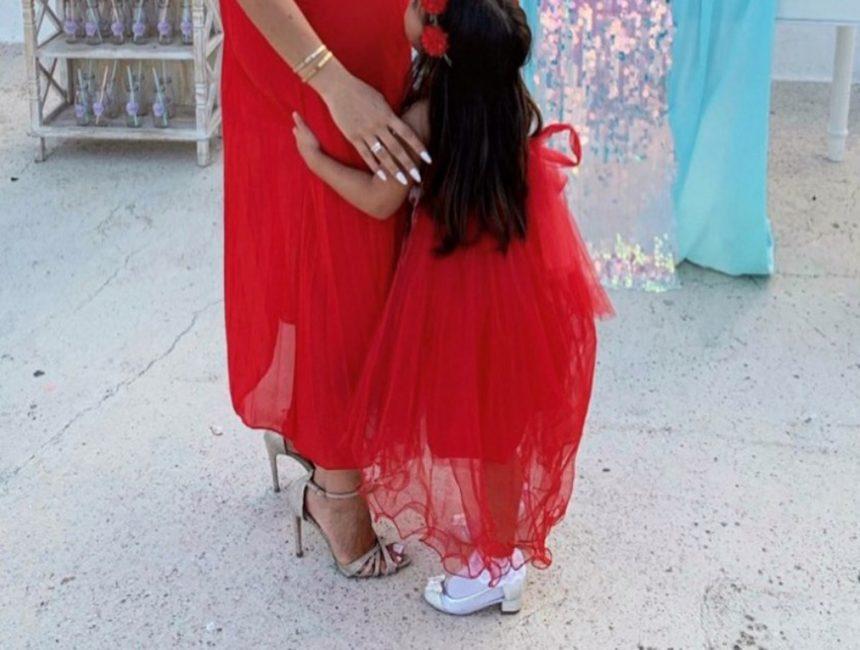 Ελληνίδα celebrity επέλεξε γόβες με τακούνι για την τετράχρονη κόρη της!