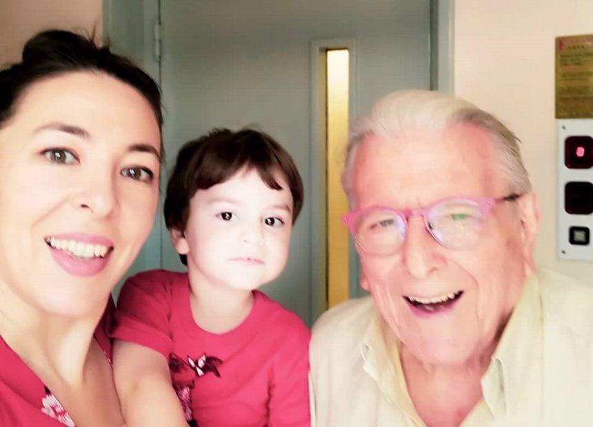 Κώστας Βουτσάς: Οικογενειακή βόλτα με το αυτοκίνητο στην πόλη! | tlife.gr
