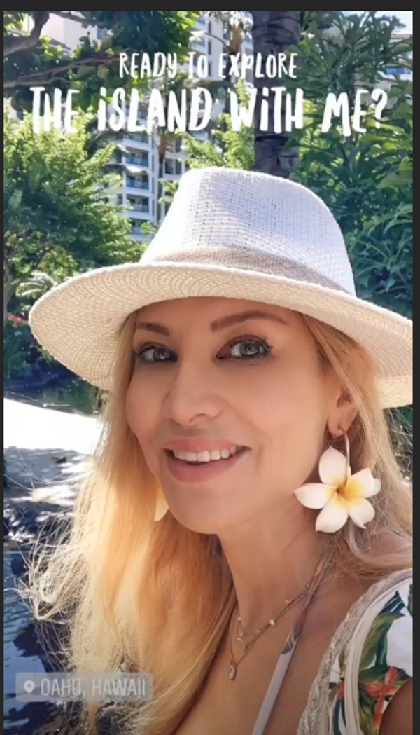 Aννίτα Ναθαναήλ: Ποζάρει με μικροσκοπικό μπικίνι σε παραλία της Χαβάης! Φωτογραφίες