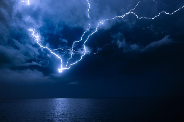 Έρχονται επικίνδυνα καιρικά φαινόμενα τις επόμενες ώρες   tlife.gr