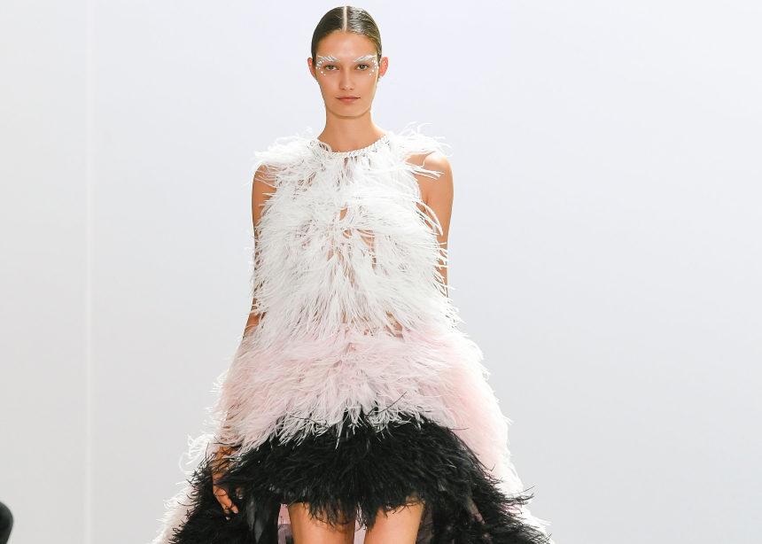 Η Celia Kritharioti ήταν ο μόνη Ελληνίδα που παρουσίασε την Couture collection της στο Παρίσι!   tlife.gr