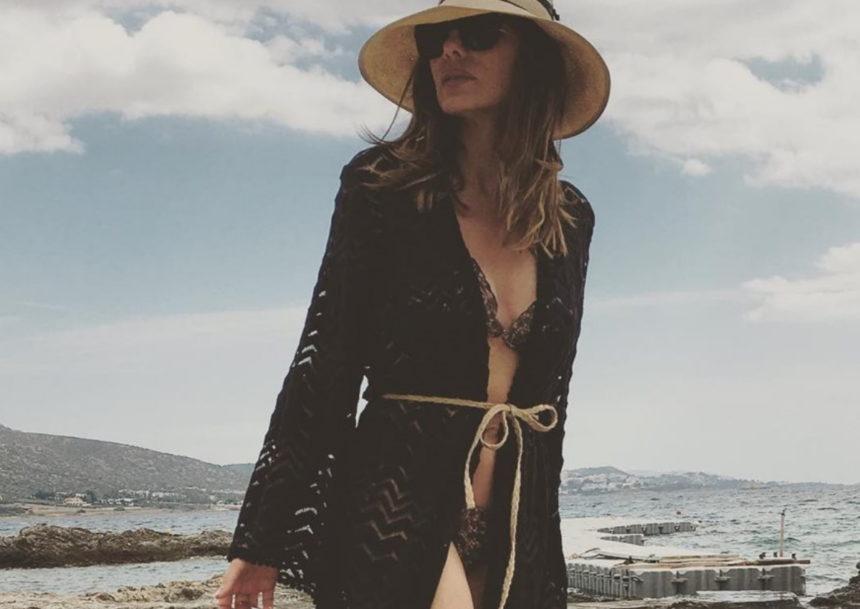 Δέσποινα Βανδή: Δες την τραγουδίστρια να χορεύει στην παραλία φορώντας το μπικίνι της! [video]