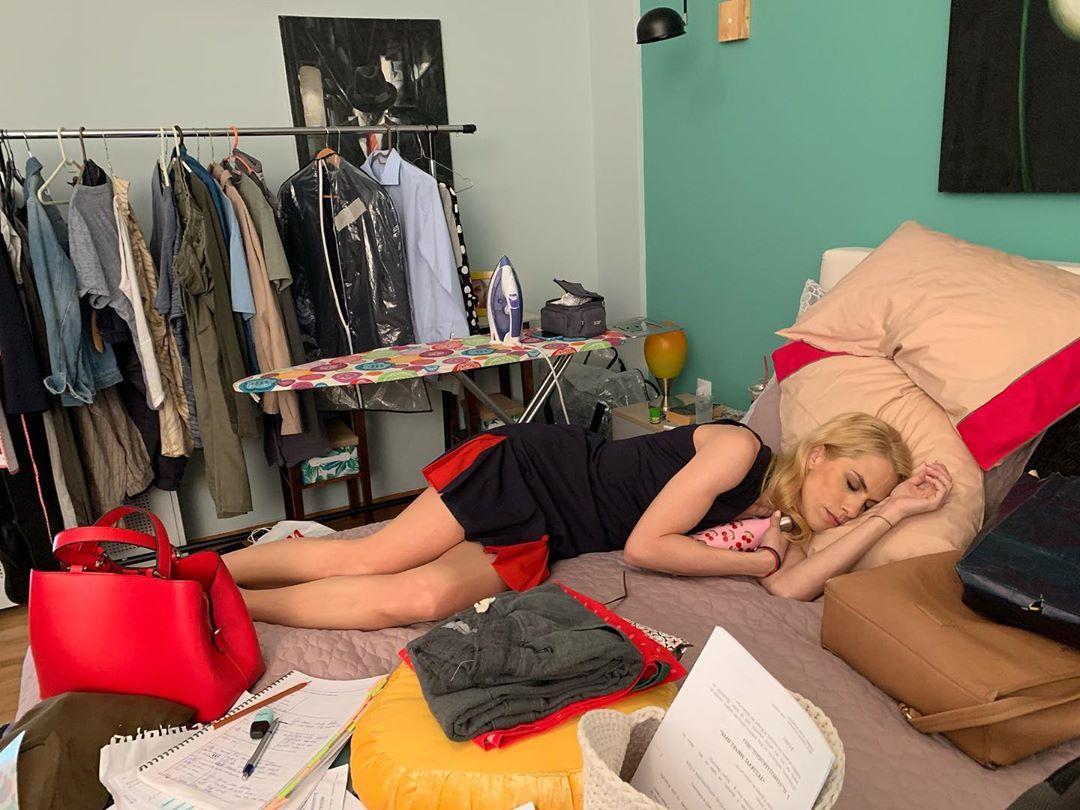 Ντορέττα Παπαδημητρίου: Την πήρε ο ύπνος στα γυρίσματα της σειράς που πρωταγωνιστεί [pic]