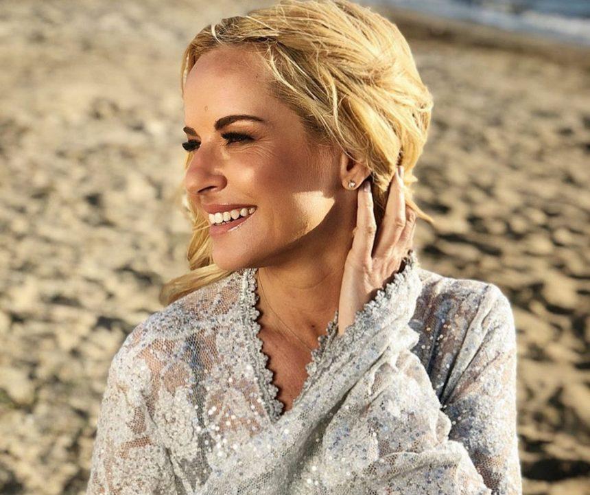 Μαρία Μπεκατώρου: Ζει ένα μαγικό καλοκαίρι στη Σύρο με τον σύζυγό της και αγαπημένους τους φίλους! [pics] | tlife.gr