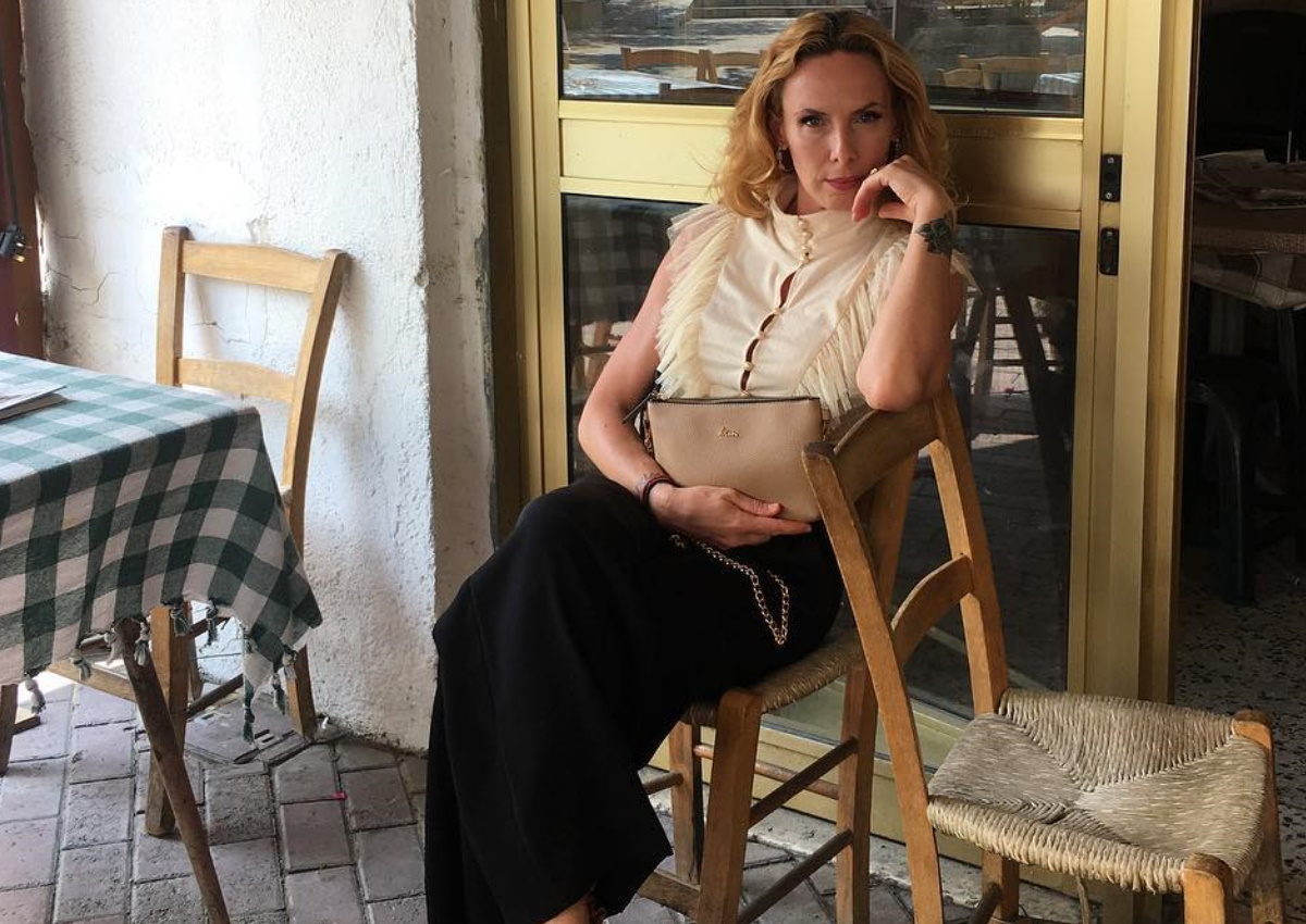 Εβελίνα Παπούλια: Ξεκίνησε τις καλοκαιρινές διακοπές της και ποζάρει με μπικίνι πάνω σε σκάφος!