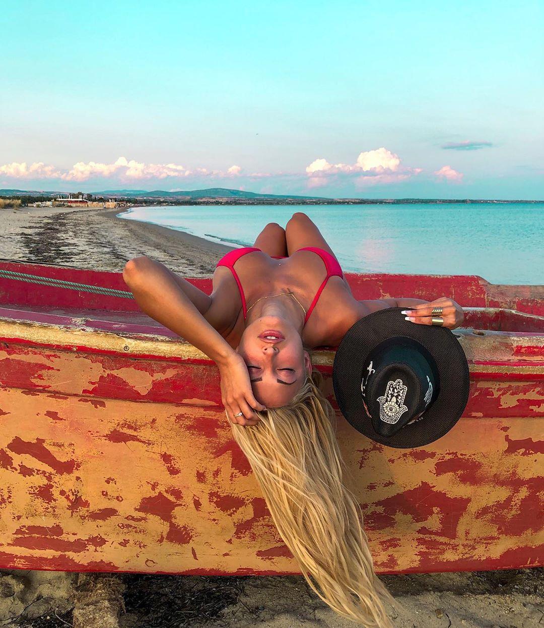 Ιωάννα Τούνη: Ανεβάζει ξανά την θερμοκρασία στα ύψη με το κόκκινο μπικίνι της!