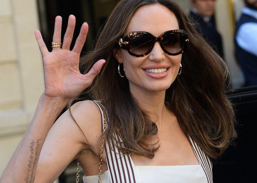 3 εμφανίσεις της Αngelina Jolie στο Παρίσι που μας έδωσαν μαθήματα classic style! | tlife.gr
