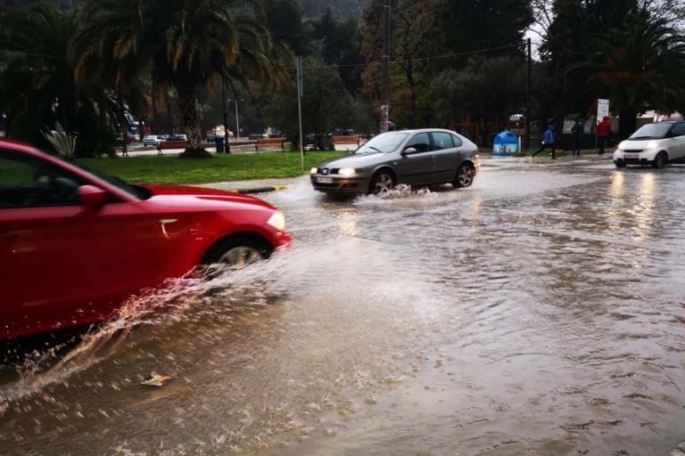 Βροχές και καταιγίδες και αύριο – Πέφτει και άλλο η θερμοκρασία | tlife.gr