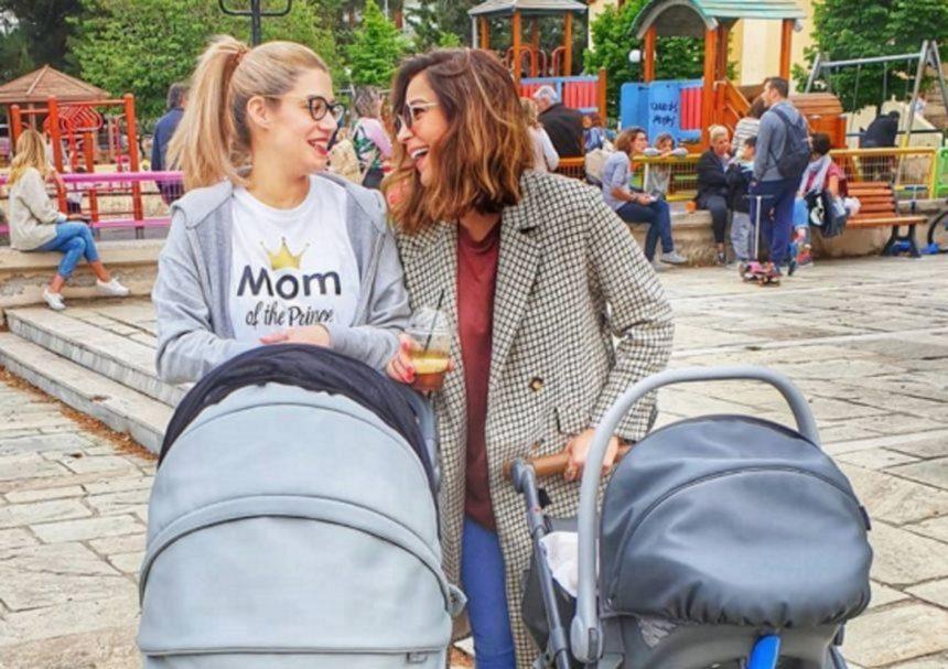 Κατερίνα Παπουτσάκη – Τζένη Θεωνά: Καλοκαιρινή βόλτα στην παιδική χαρά με τους γιους τους!   tlife.gr