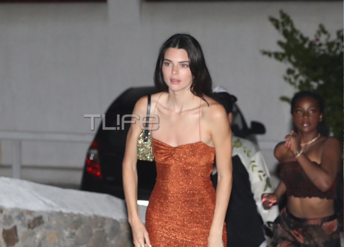 Kendall Jenner: Βάζει «φωτιά» στη Μύκονο με το μικροσκοπικό φόρεμά της! [pics]