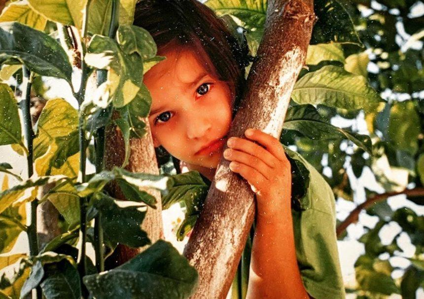 Αναγνωρίζεις το κοριτσάκι της φωτογραφίας; Είναι γνωστή Ελληνίδα ηθοποιός! [pics] | tlife.gr
