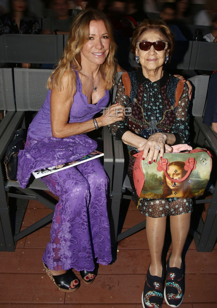 Μαριάννα Λάτση: Με chic look σε σπάνια βραδινή έξοδο με την μητέρα της Εριέττα! Φωτογραφίες