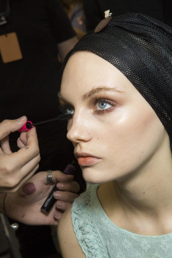 Seriously? Για αυτή τη μάσκαρα συνεργάστηκε μια εταιρία μακιγιάζ με μια αλυσίδα κομμωτηρίων! | tlife.gr