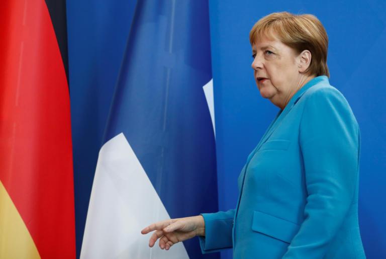 Άνγκελα Μέρκελ: Οι κάμερες την «έπιασαν» ξανά να τρέμει – Τι δήλωσε η ίδια | tlife.gr