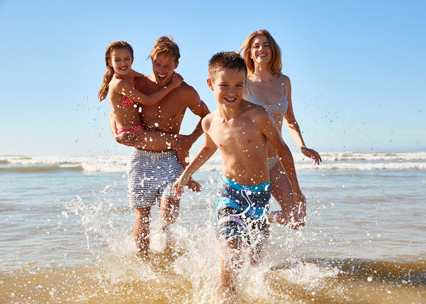 Πως θα διασκεδάσεις περισσότερο σαν γονιός στις οικογενειακές διακοπές | tlife.gr