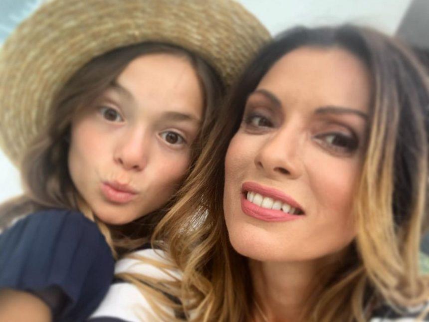 Αλεξάνδρα Πασχαλίδου: Η 11χρονη κόρη της διαλέγει τις μπομπονιέρες της βάπτισής της | tlife.gr