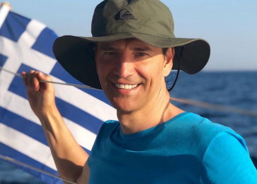 Σάκης Ρουβάς: Αποδέχεται το «bottle cap challenge» και μαγεύει με τις ικανότητές του!   tlife.gr