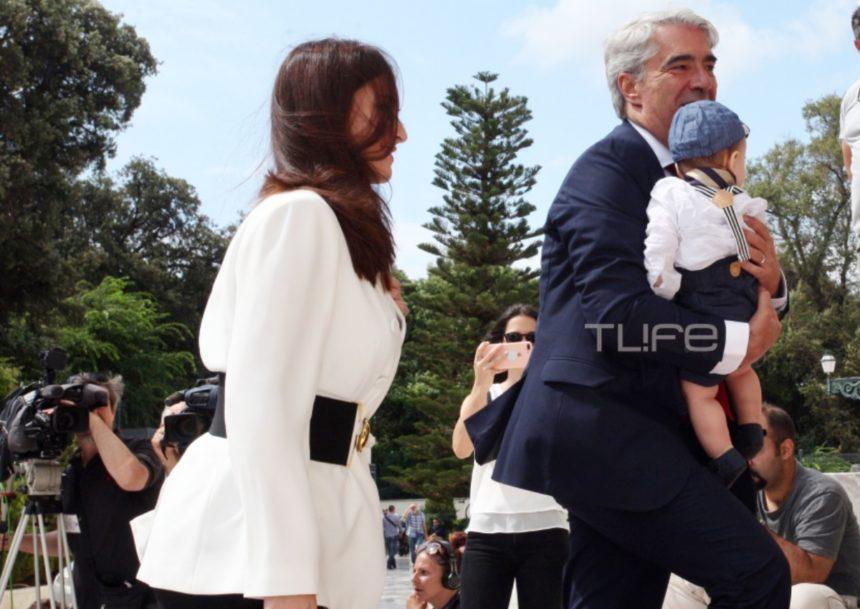 Σίμος Κεδίκογλου: Με την κούκλα σύζυγό του και τον επτά μηνών γιο τους στην ορκωμοσία της Βουλής [pics] | tlife.gr