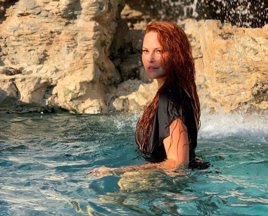 Σίσσυ Χρηστίδου: Το καλοκαίρι της μόλις ξεκίνησε! Οι βουτιές στην πισίνα χλιδάτου ξενοδοχείου![pics,video]