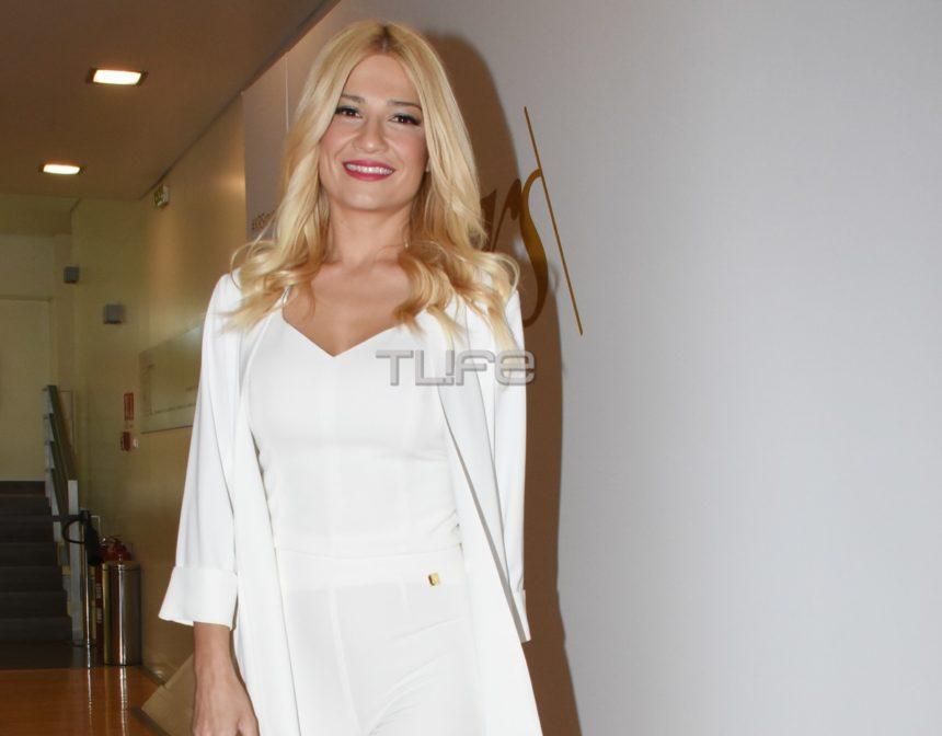 Φαίη Σκορδά: Βραδινή έξοδος στο θέατρο για την όμορφη παρουσιάστρια!
