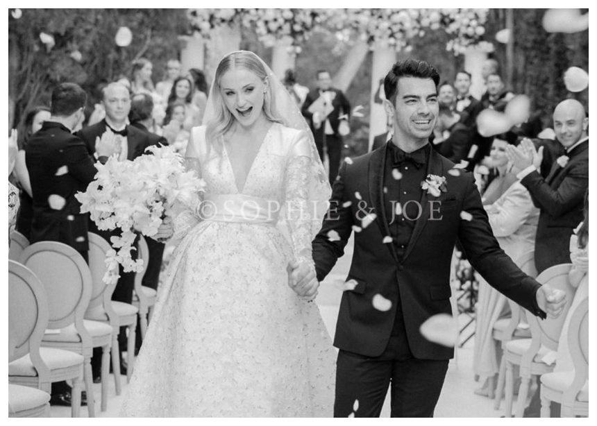 Η Sophie Turner παντρεύτηκε δύο φορές με δύο νυφικά!Eσύ ποιό θα επέλεγες; | tlife.gr