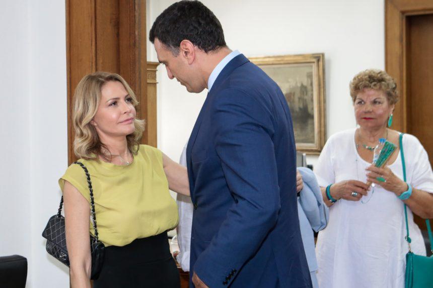 Τζένη Μπαλατσινού: Με διαφορετικό look στην τελετή παράδοσης παραλαβής του υπουργείου! [pics] | tlife.gr