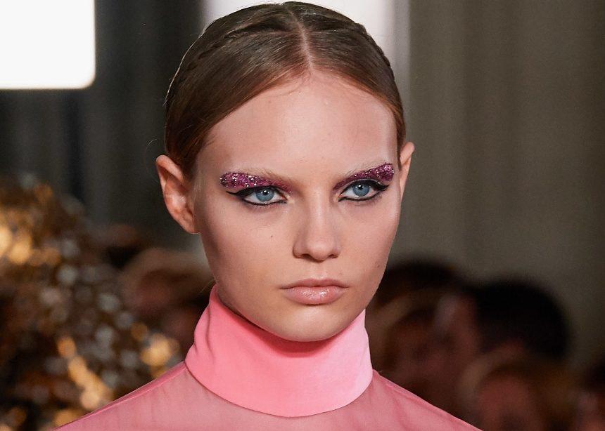 Πρέπει να δεις το χτένισμα στο couture show του Valentino 360!   tlife.gr