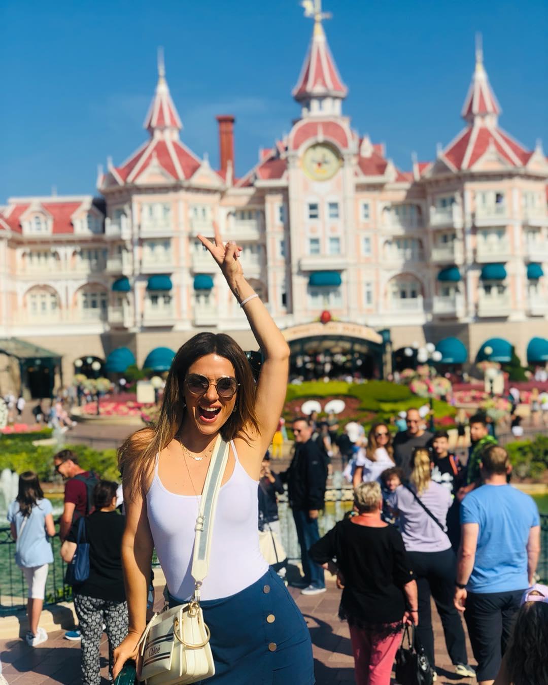 Bάσω Λασκαράκη: Μετά το γαμήλιο πάρτι στη Νάξο, ταξίδι στη Disneyland! [pic]