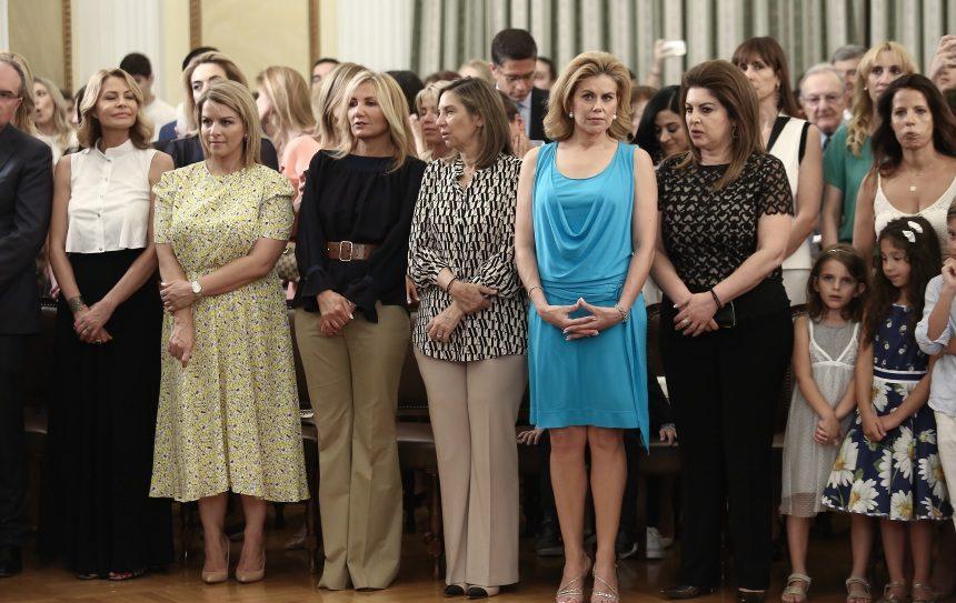 Οι λαμπερές σύζυγοι των υπουργών και ο μικρός Αλκαίος Γεωργιάδης την ώρα της ορκωμοσίας! [pics] | tlife.gr