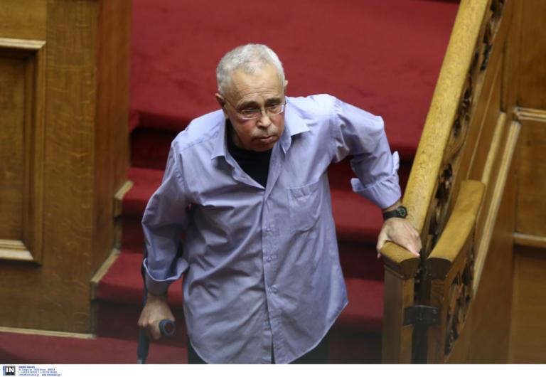 Ο Κώστας Ζουράρις δηλώνει: «Αν βγει ο Μητσοτάκης θα ζητήσω άσυλο στη Γαλλία» | tlife.gr