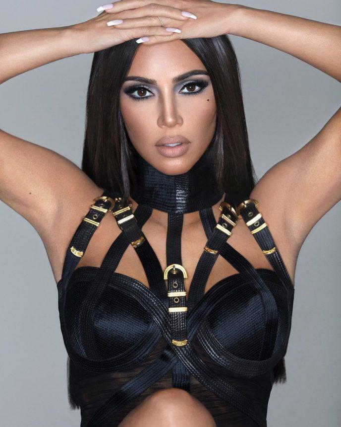 Kim is that you? Στην νέα καμπάνια της με έμπνευση τα 90's η Kim Kardashian είναι ένας άλλος άνθρωπος! | tlife.gr