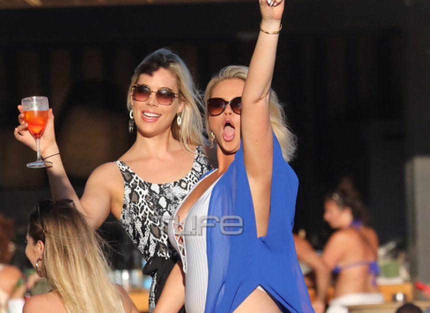 Emily Atack: Ξέφρενο πάρτι με τις φίλες της σε παραλία της Μυκόνου για τη γνωστή ηθοποιό