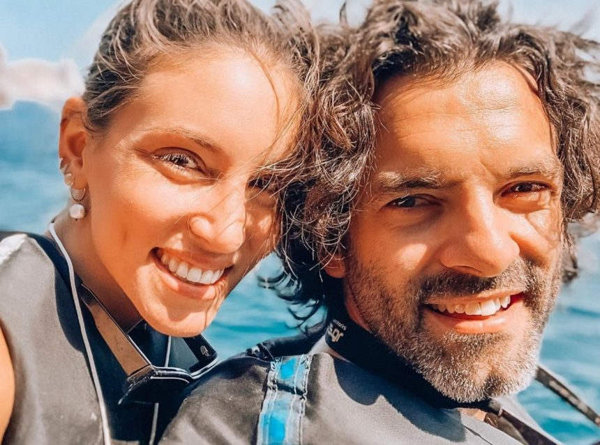 Αθηνά Οικονομάκου – Φίλιππος Μιχόπουλος: Κάνουν jet ski και ζουν τον έρωτά τους στην Σαντορίνη! [pics] | tlife.gr