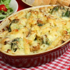Ζυμαρικά στον φούρνο με μπρόκολο και τυριά