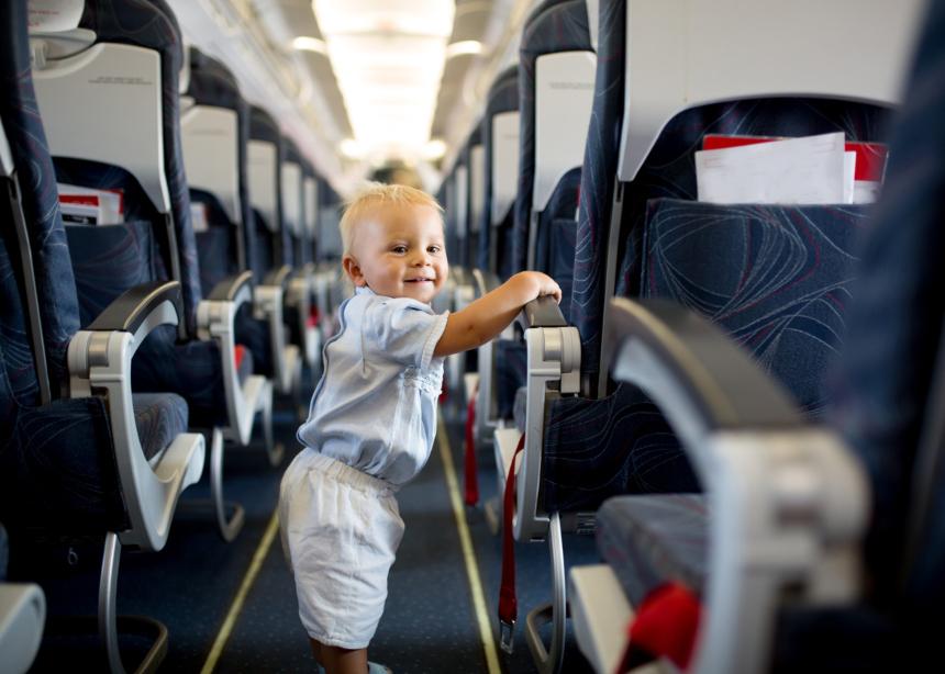 6 tips για να ταξιδέψεις αεροπορικώς με ένα νήπιο