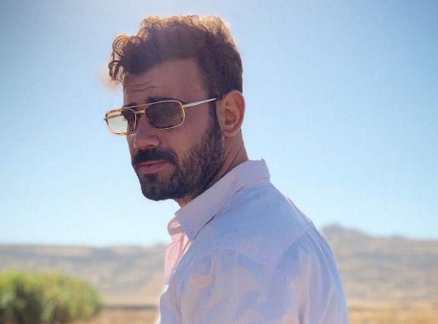 Νίκος Πολυδερόπουλος: Ποζάρει μόνο με το μαγιό του και «ζαλίζει» το Instagram! | tlife.gr
