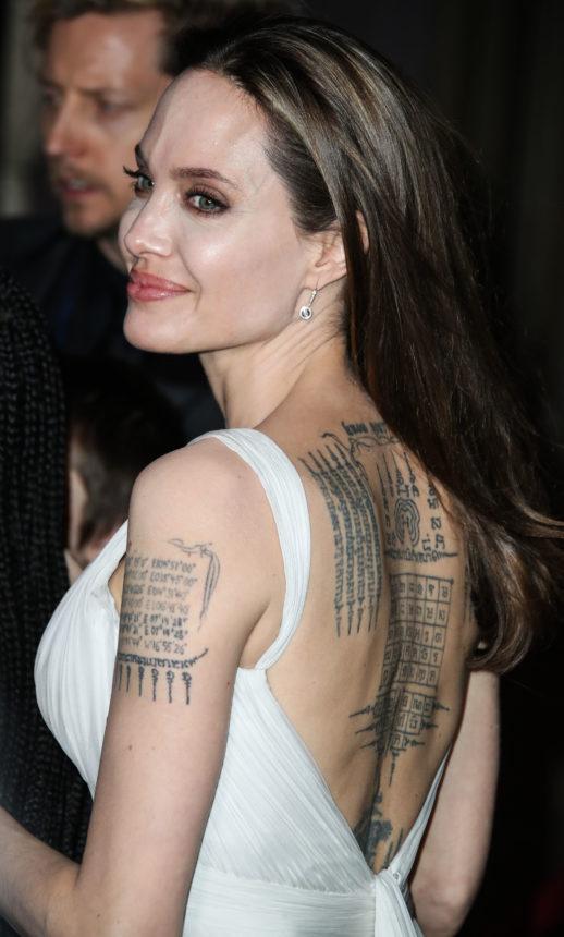 Στην νέα καμπάνια Guerlain φαίνονται όλα τα tattoo της Angelina Jolie! | tlife.gr