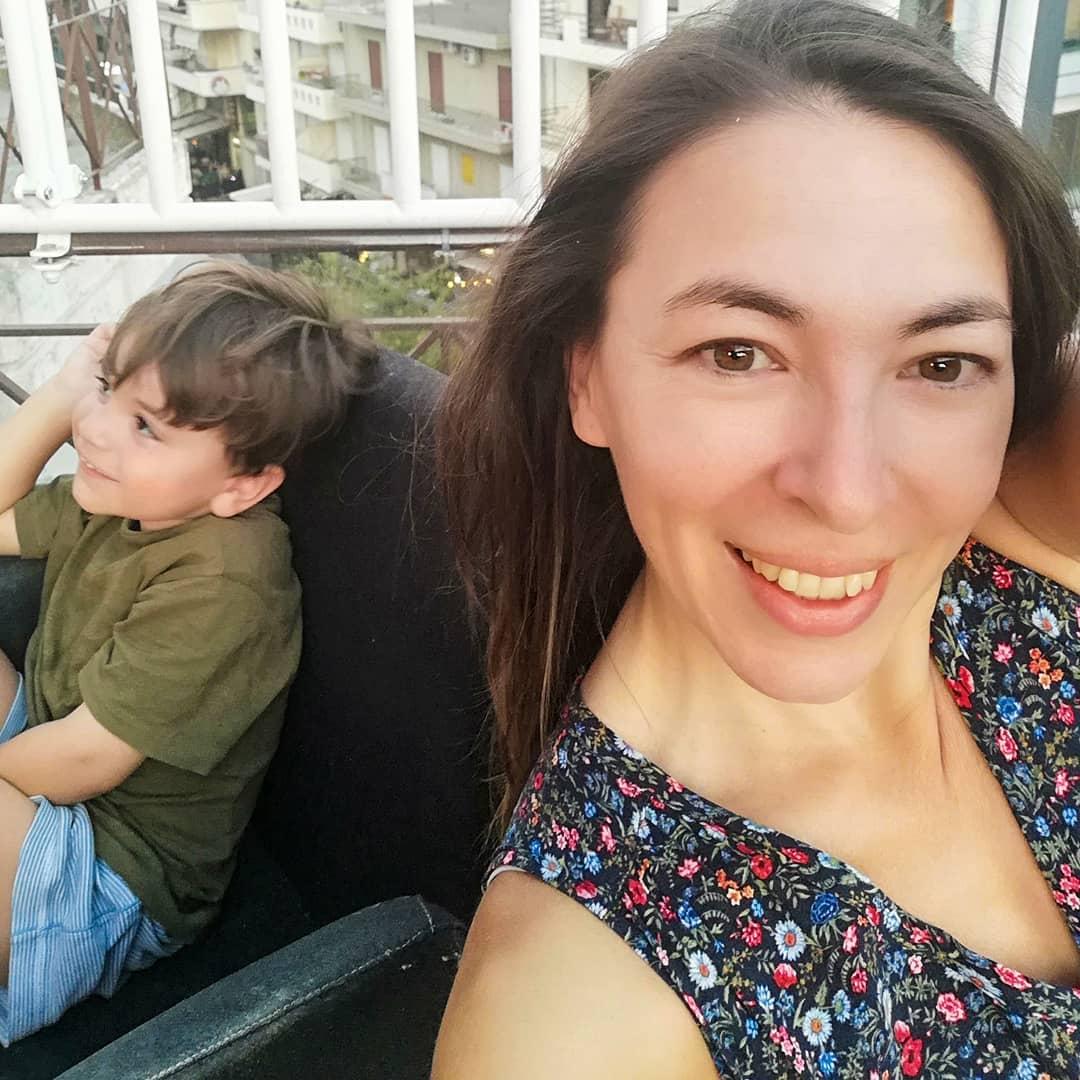 Αλίκη Κατσαβού: Οι βόλτες με τον μικρό Φοίβο, για πρώτη φορά χωρίς τον Κώστα Βουτσά