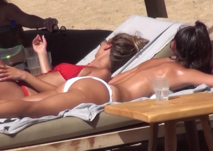 Χριστίνα Μπόμπα: Τόπλες στη Μύκονο απολαμβάνει ένα μασάζ κάτω από τον καυτό ήλιο! [video] | tlife.gr